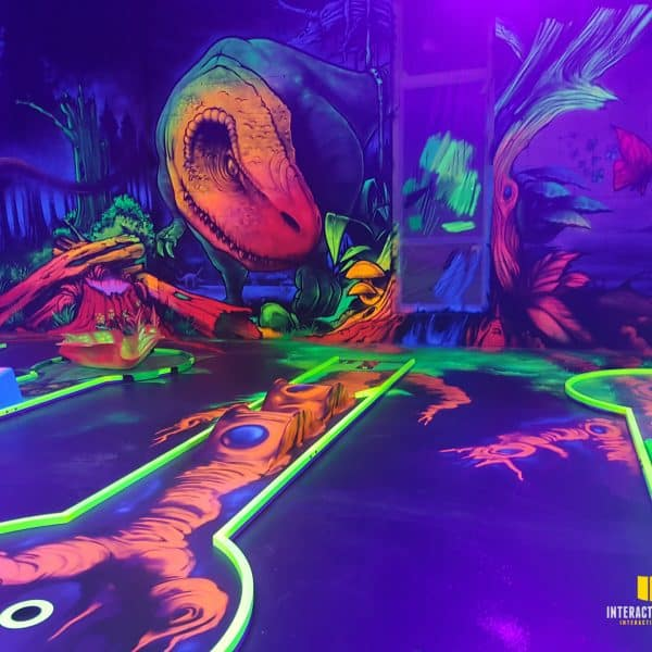 3D-Dino und Schwarzlicht Bemalungen