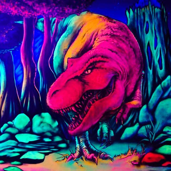 Dinosaurier welcher unter UV-Licht zum leben erwacht
