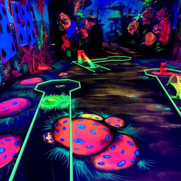 Schwarzlicht-Minigolf-Interactive-Lasergames-com-101
