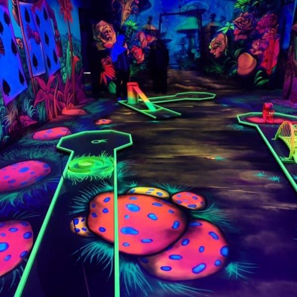 Schwarzlicht-Minigolf-Interactive-Lasergames-com-121