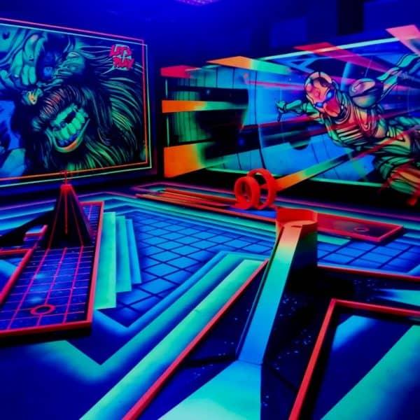 Schwarzlicht-Minigolf-Interactive-Lasergames-com-137