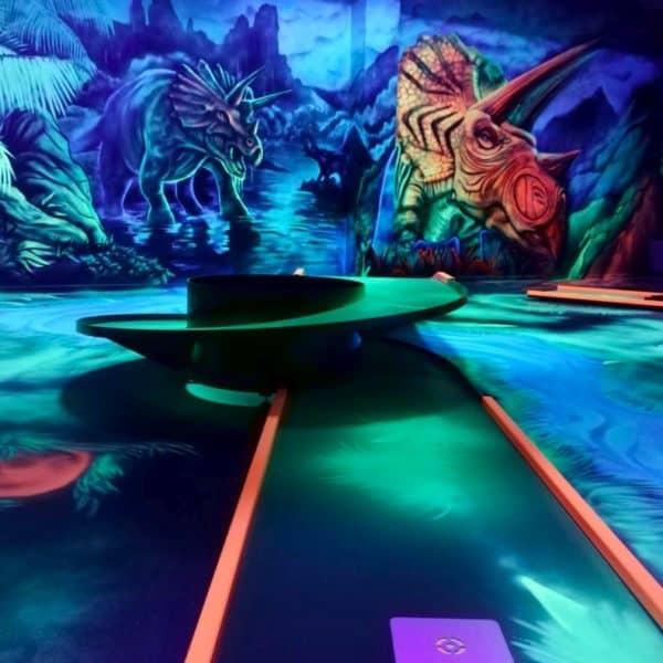 Schwarzlicht-Minigolf-Interactive-Lasergames-com-170