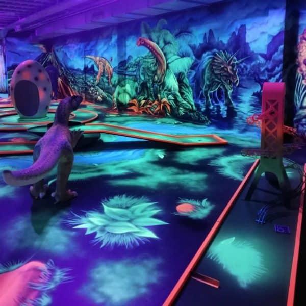 Schwarzlicht-Minigolf-Interactive-Lasergames-com-171