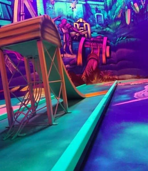 Schwarzlicht-Minigolf-Interactive-Lasergames-com-78