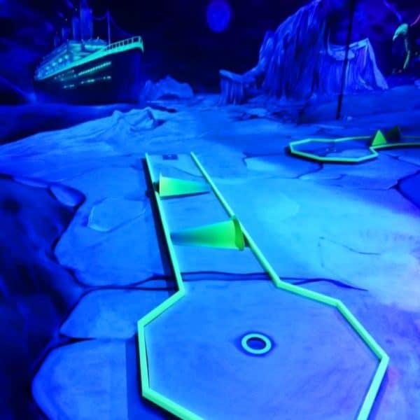 Schwarzlicht-Minigolf-Interactive-Lasergames-com-81