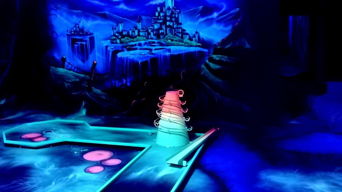 Blacklight Minigolf Anlagen von Interactive Lasergames